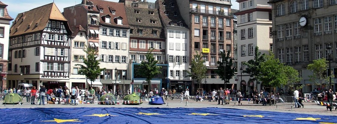 cropped-cropped-1200px-Big_european_flag_at_Strasbourg_France_-_Europe_Day_2009.jpg