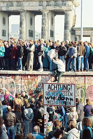 323px-BerlinWall-BrandenburgGate