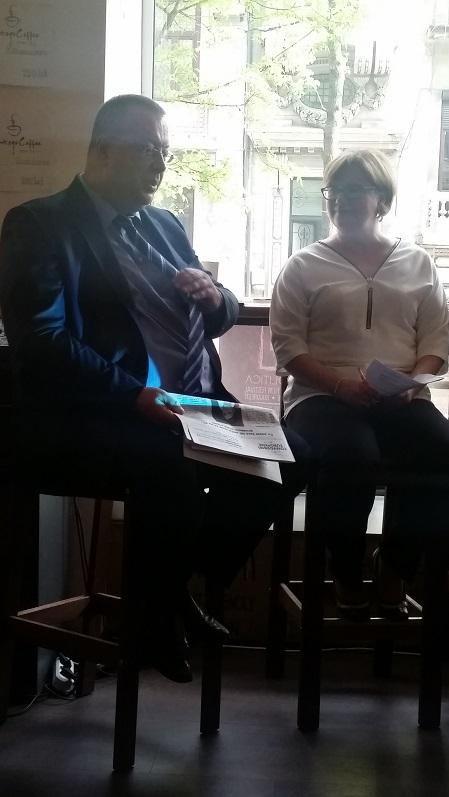 Analistul Bogdan Chireac și Alina Bargaoanu, fondator Convorbiri Europene, discutând în cadrul lansării