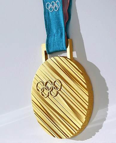 388px-Gold_medal_of_the_2018_Winter_Olympics_in_in_Pyeongchang